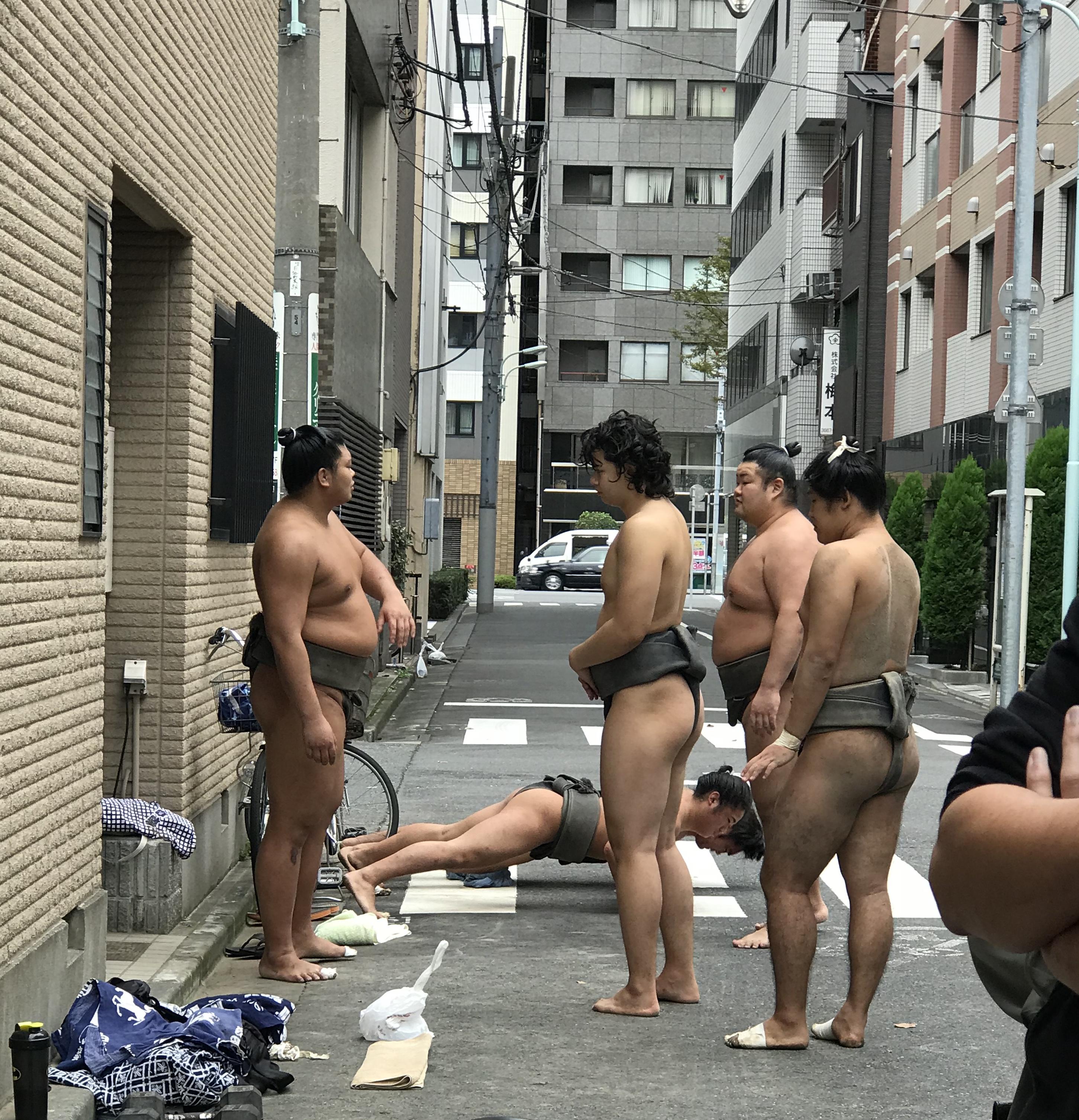Männer im Lendenschurz