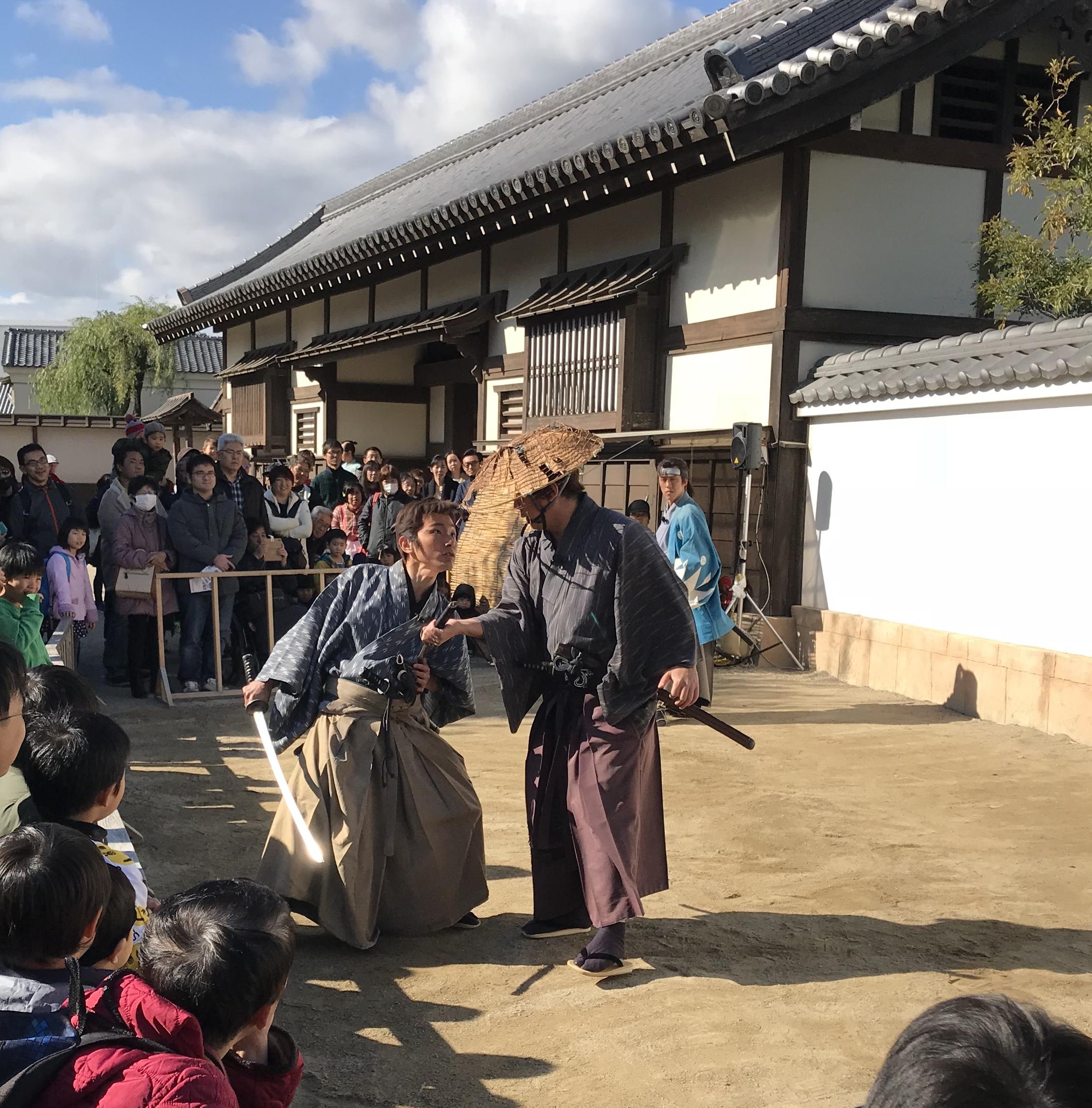 Kyoto Sightseeing: Filmset mit Samurai und Nippon Nessie