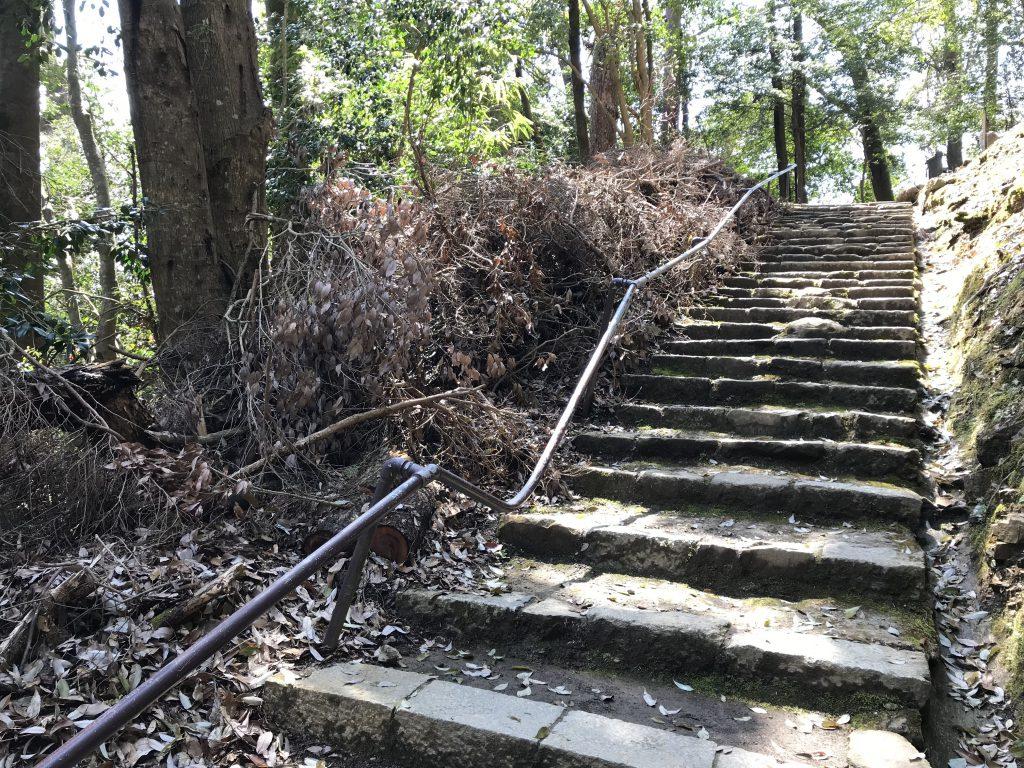 Sturmschäden Kurama Tempel